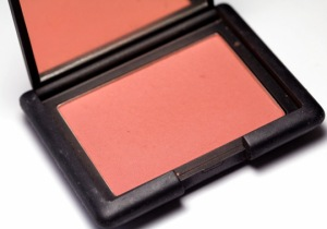 NARS-Amour-blush-in-pan